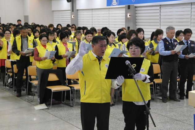김경희님(오른쪽)이 '도민체육대회 자원봉사자 발대식'에 참여하고