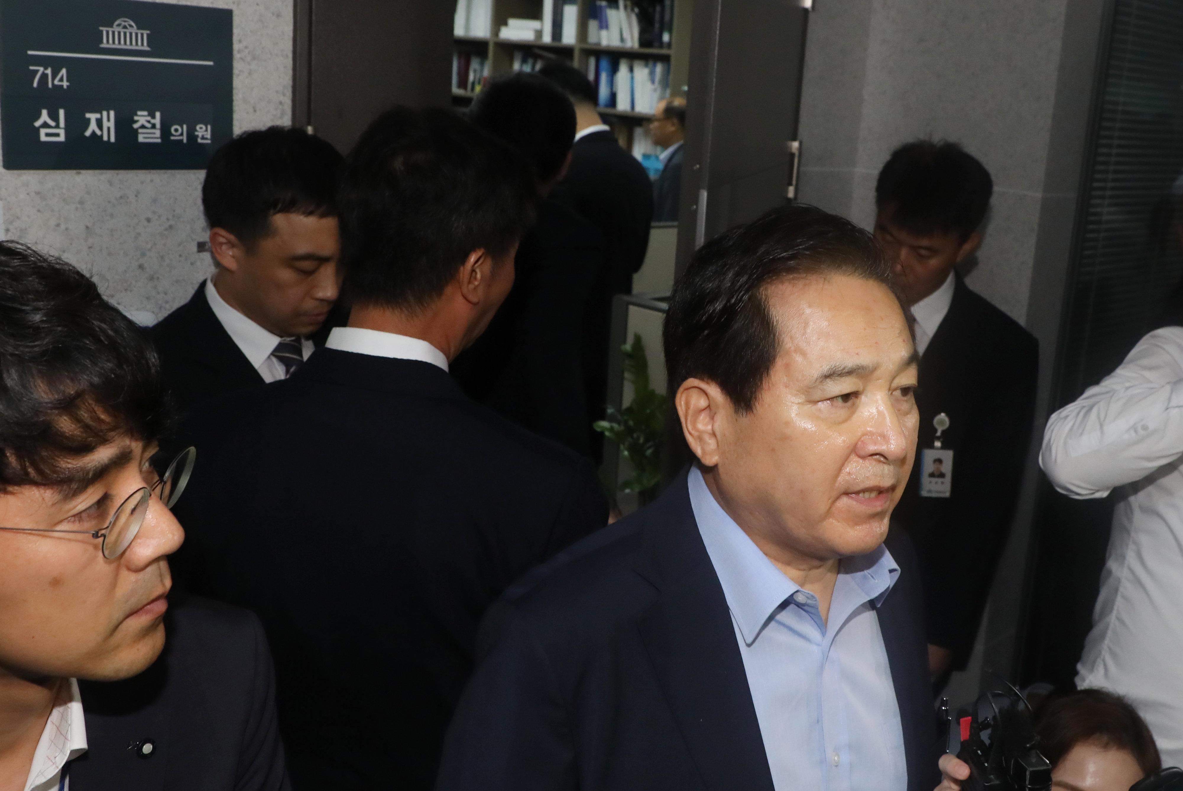 검찰이 자유한국당 5선 의원 심재철 의원실 압수수색에 나선