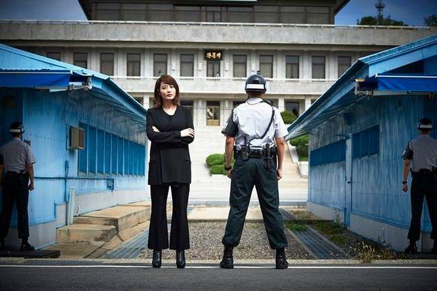 배우 김혜수가 민간인 최초로 '도보다리'를