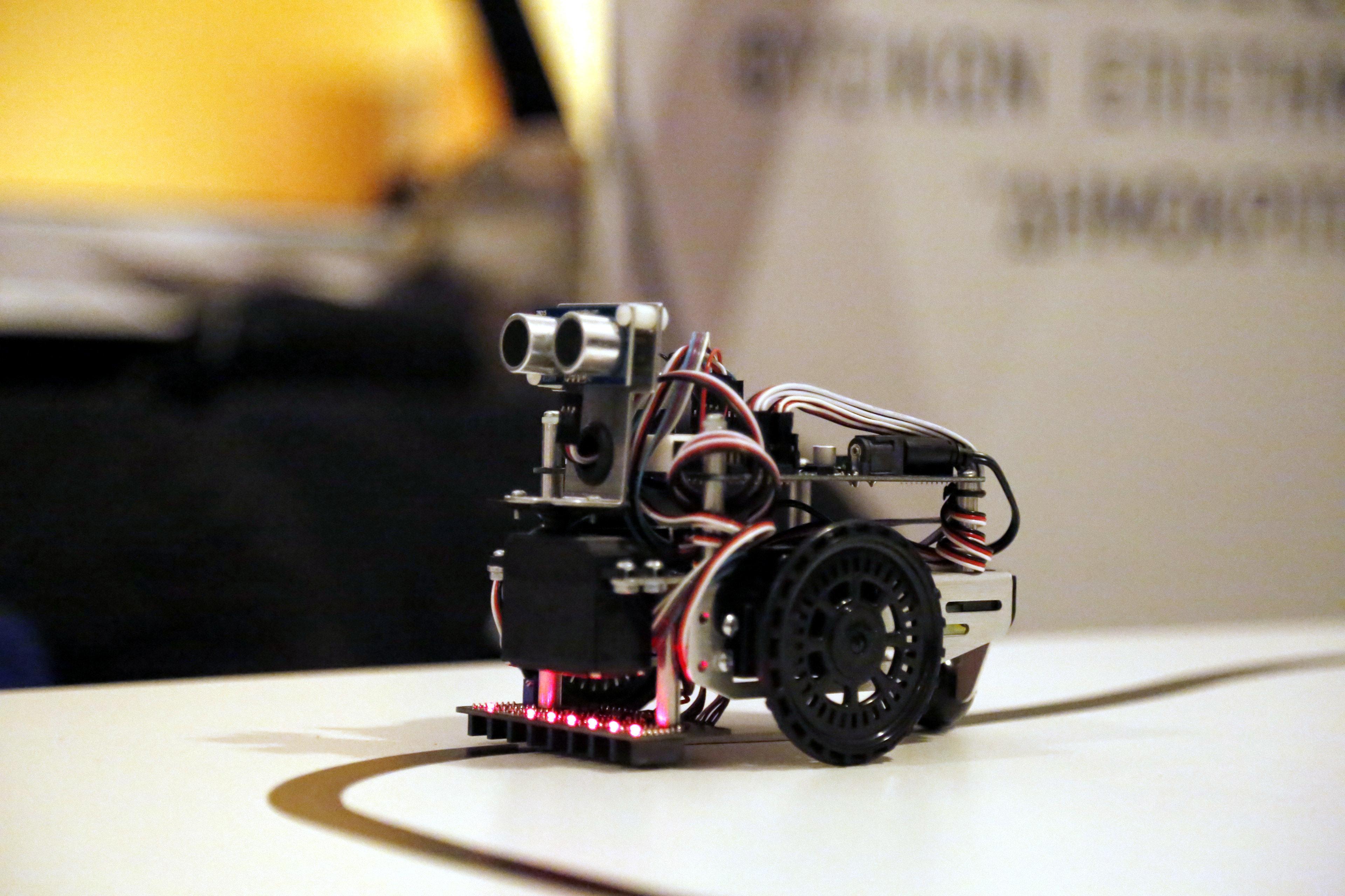Αυτός είναι ο Τρικαλινός καθηγητής που «τρέλανε» τον Guardian με το πρόγραμμα εκπαιδευτικής ρομποτικής...