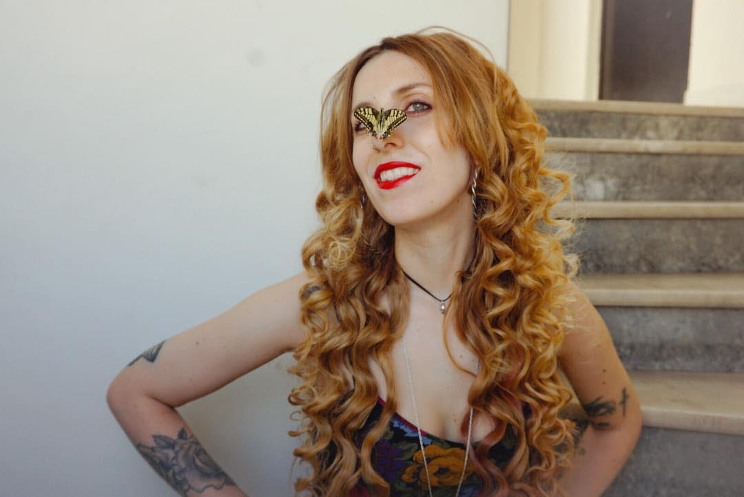 Η καλλιτεχνική διευθύντρια και επιμελήτρια του IllustraSyros μιλά στη HuffPost Greece για το φεστιβάλ, τα έργα της και την ει...