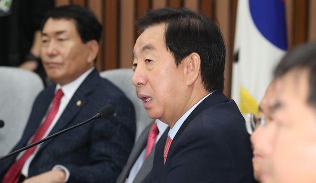 김성태 자유한국당 원내대표가 21일 서울 여의도 국회에서 열린 원내대책회의에서 모두발언을 하고 있다.