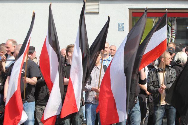 Stadtbekannte Dortmunder Neonazis bei einem Aufmarsch am 1. Mai in diesem