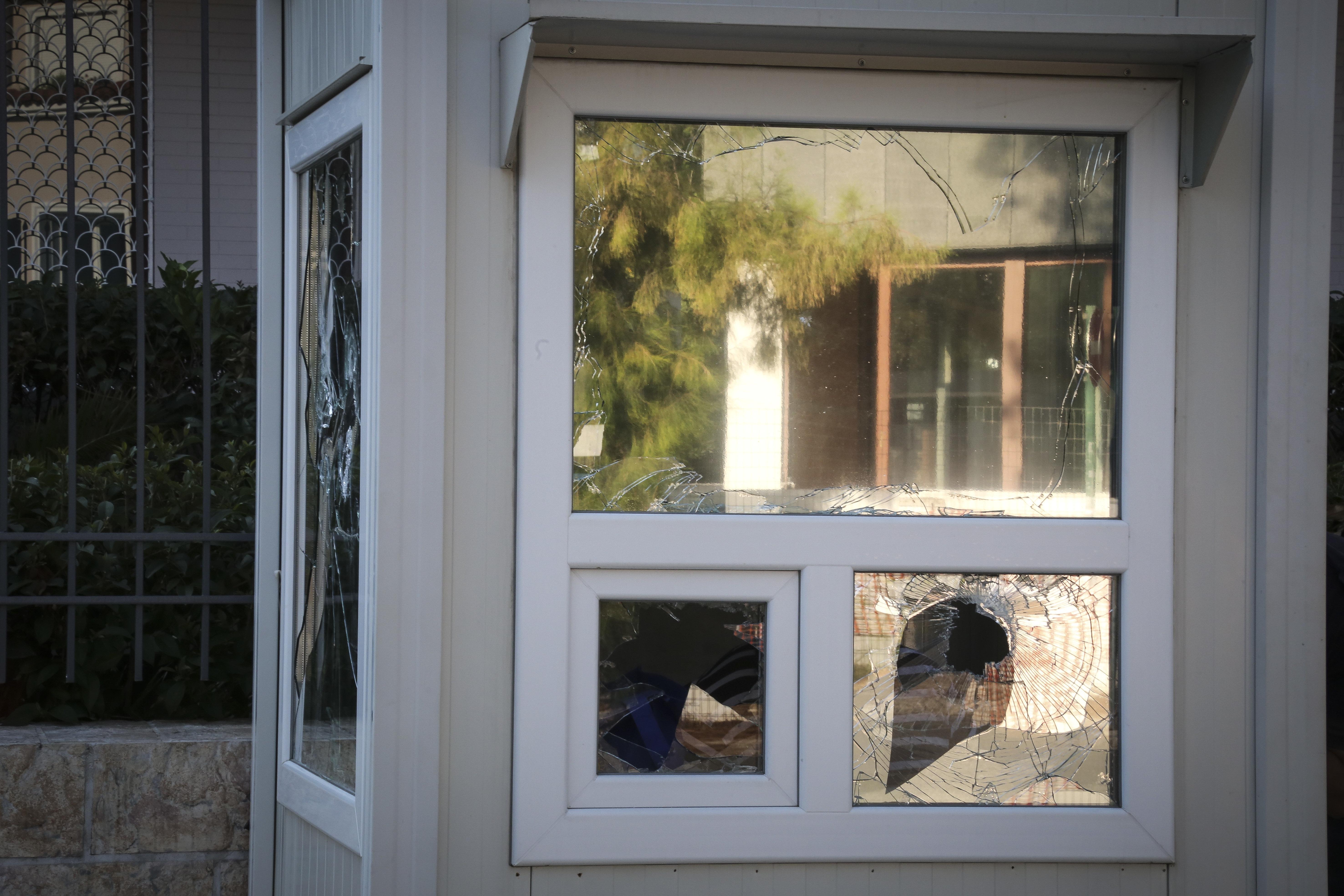 Ακυρώθηκε η διαταγή μετάθεσης του αστυνομικού που ήταν στην πρεσβεία του Ιράν στην επίθεση Ρουβίκωνα