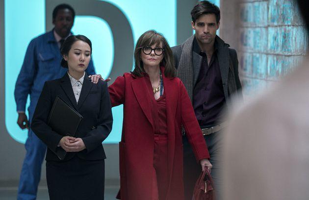 Le Dr. Greta Mantleray (Sally Field) vient prêter main forte au Dr. James K. Mantleray (Justin...