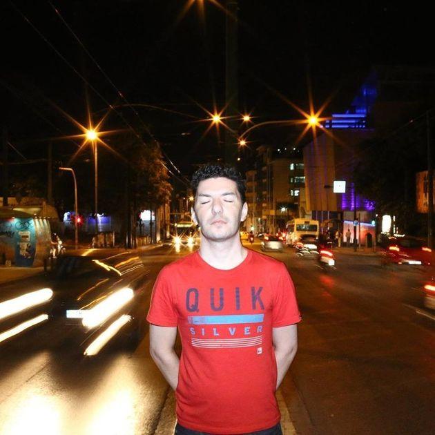 Ζακ Κωστόπουλος: Όταν βλέπεις να επιτίθενται σε κάποιον, γιατί κοιτάς από την