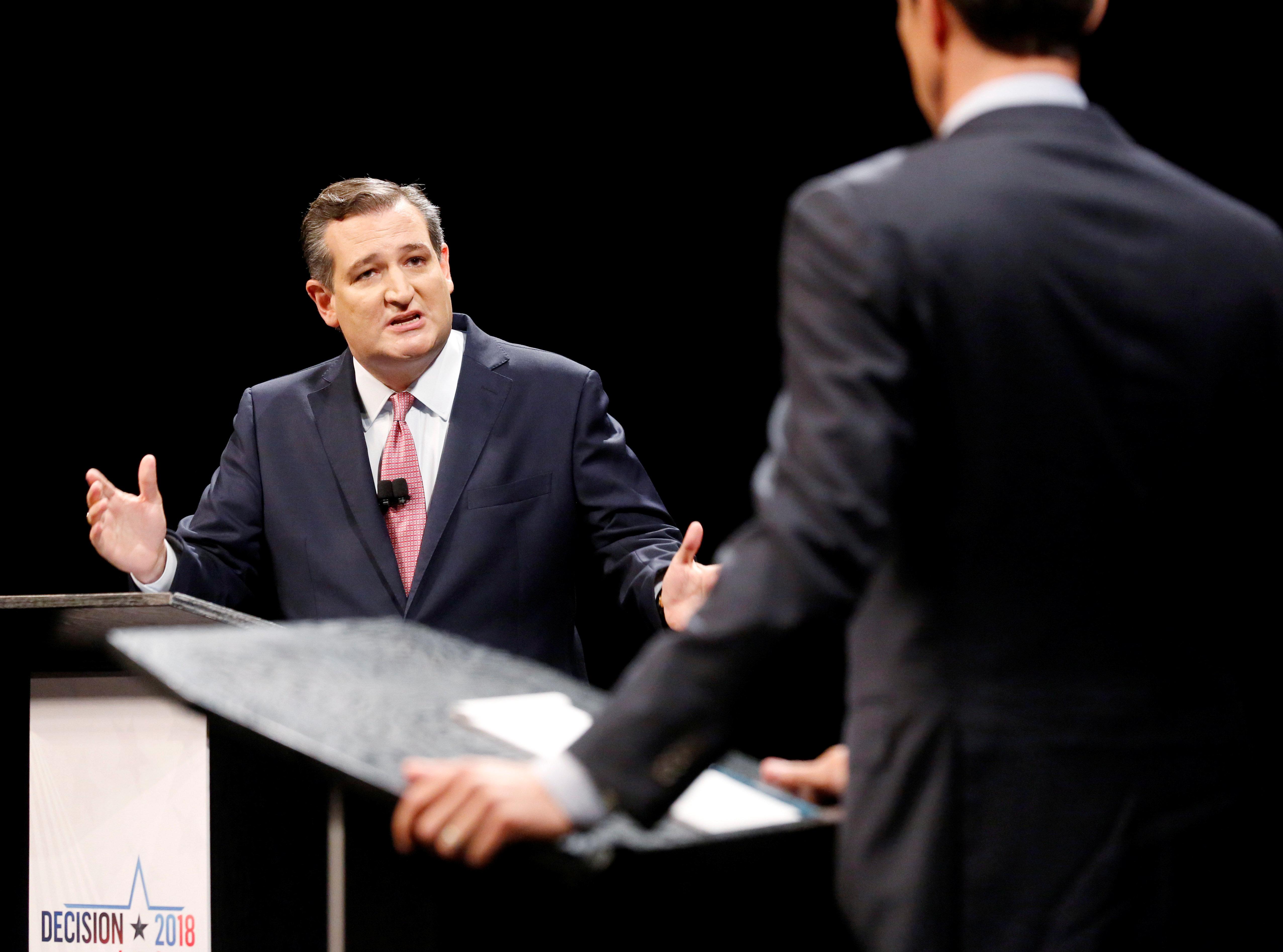 huffingtonpost.com - Sebastian Murdock - Is Ted Cruz Endorsing Beto O'Rourke In This Tweet Or Is His Racism Just Showing?