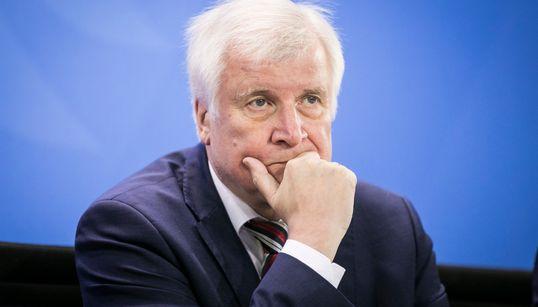 Seehofer will Maaßen nicht entlassen – Nahles stellt dem CSU-Chef