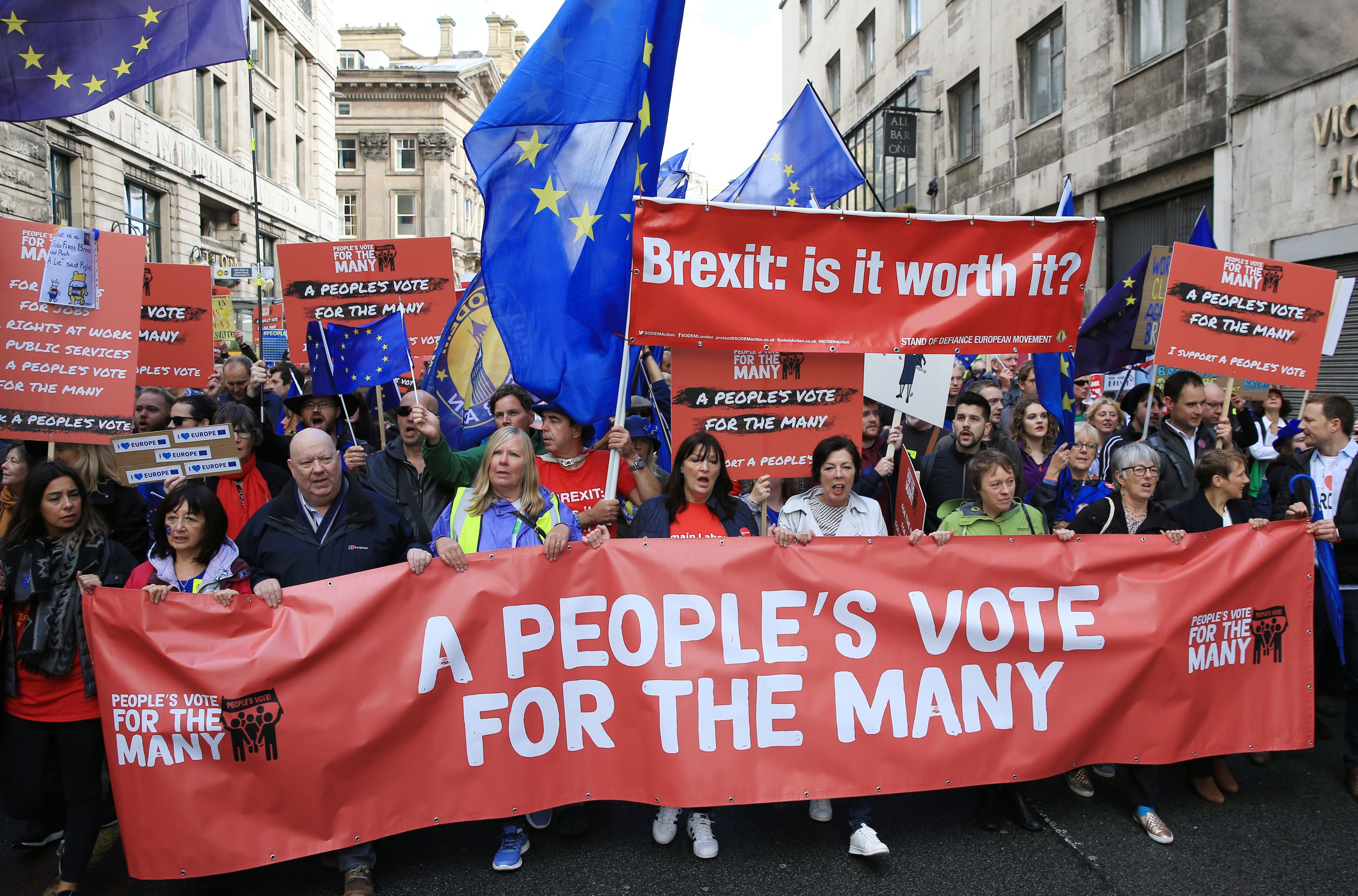 Labour keeps second Brexit referendum on table