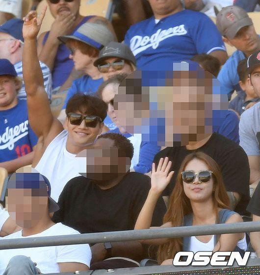 '류현진 시즌 6승 견인' 다저스 응원석에서 포착된 의외의