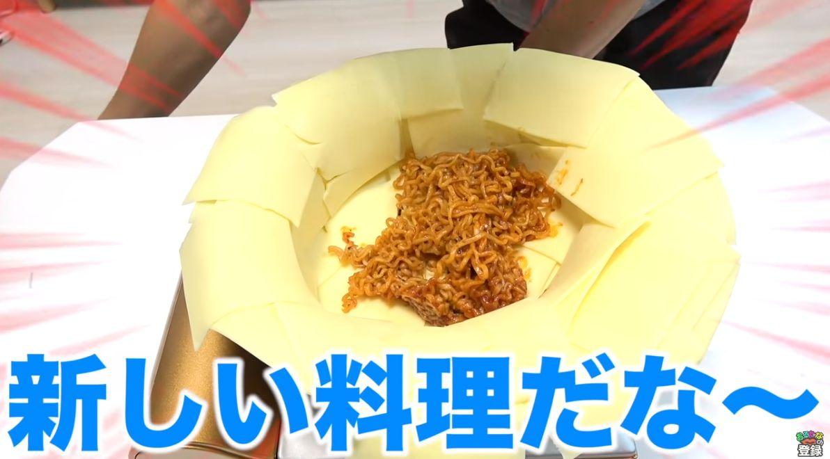 불닭볶음면을 안 맵게 먹기 위해 일본 유튜버들이 저지른