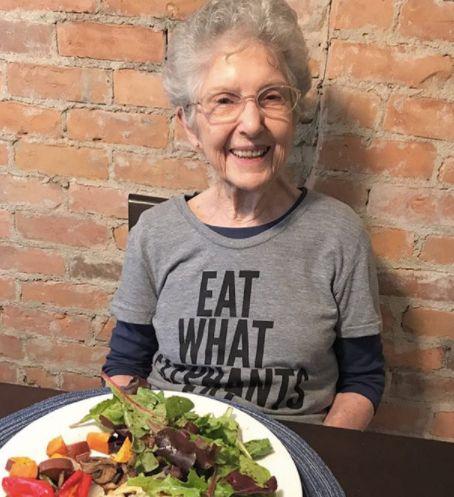 97-Jährige wurde vor einem Jahr Veganerin – so geht es ihr