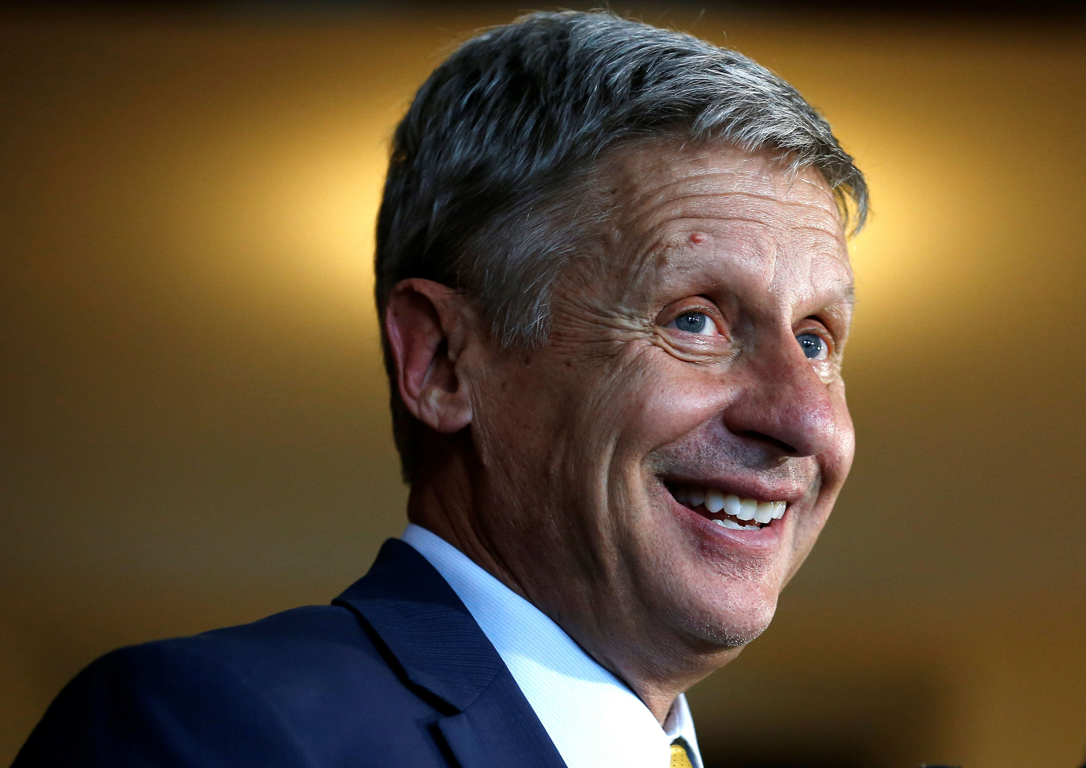 U.S. Libertarian presidential candidate Gary Johnson speaks to the media after making a foreign policy address at the University of Chicago in Chicago, Illinois, U.S., October 7, 2016.    REUTERS/Jim Young