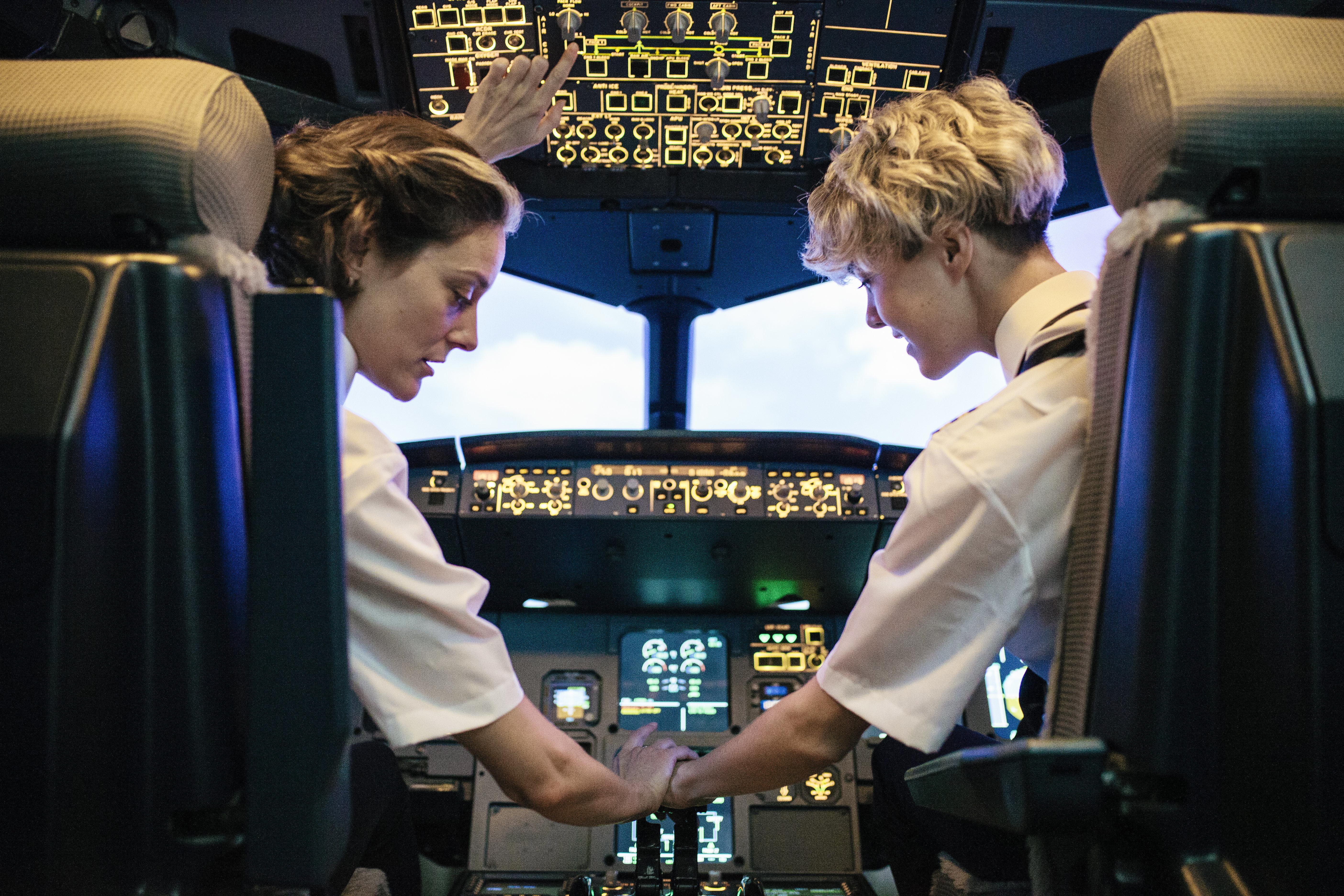 Γιατί ο πιλότος μιας πτήσης δεν τρώει το ίδιο φαγητό με τον συγκυβερνήτη (ή με τους