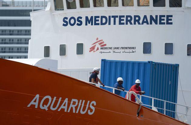 Το πλοίο Aquarius κατευθύνεται προς τις γαλλικές ακτές, ζητώντας λιμάνι για τους 58 μετανάστες