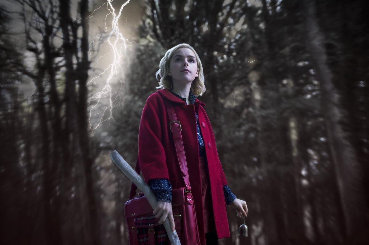 A nova Sabrina Spellman mora num quarto perfeito para uma bruxa
