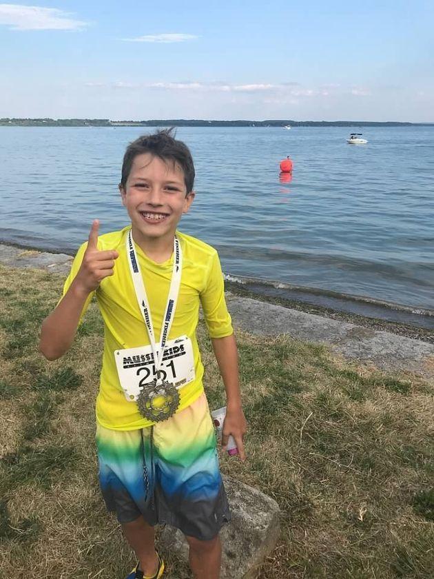 Reed justo después de ganar una triatlón infantil en