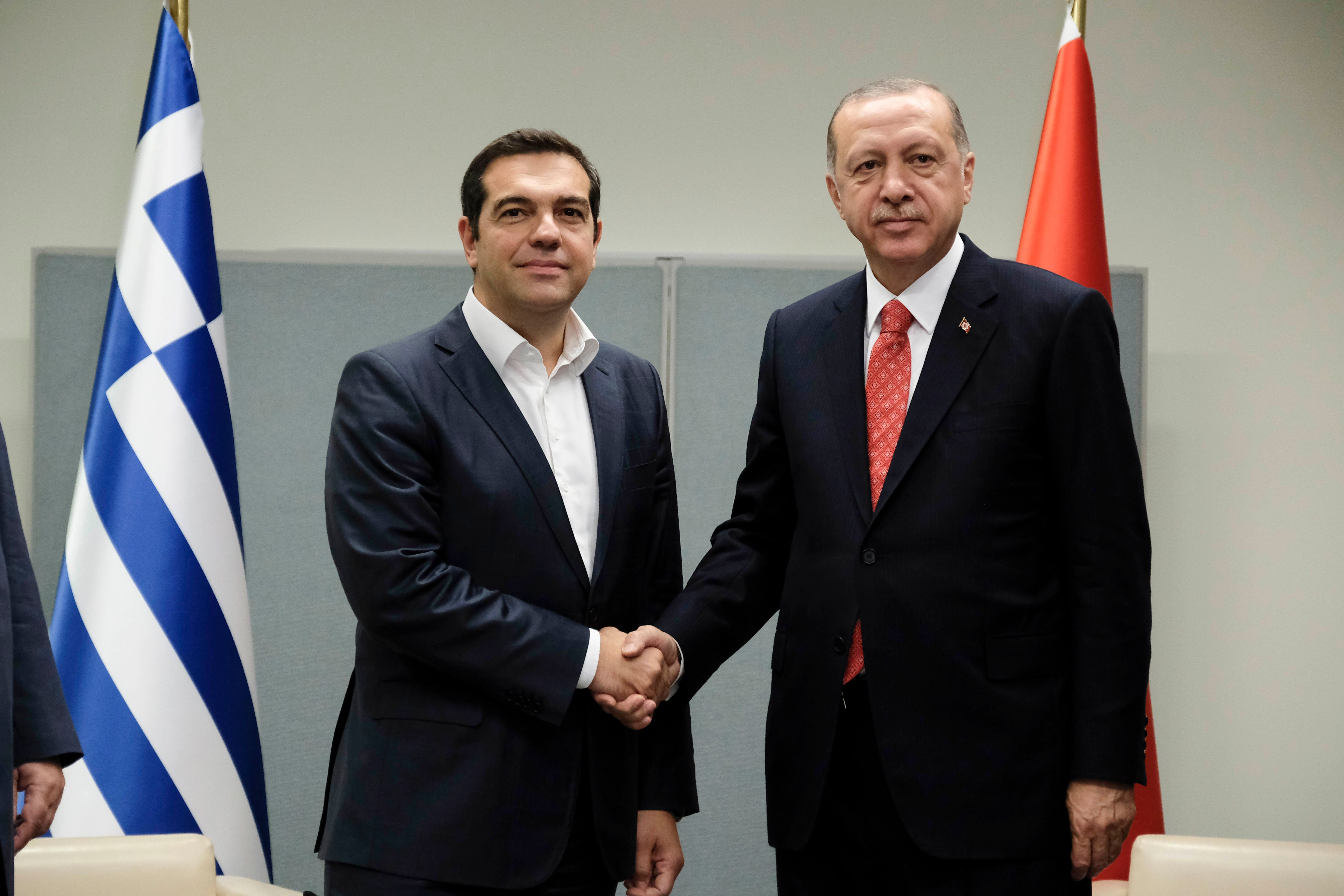 Επίσημη πρόσκληση Ερντογάν στον Τσίπρα για επίσκεψη στην Κωνσταντινούπολη. Τι