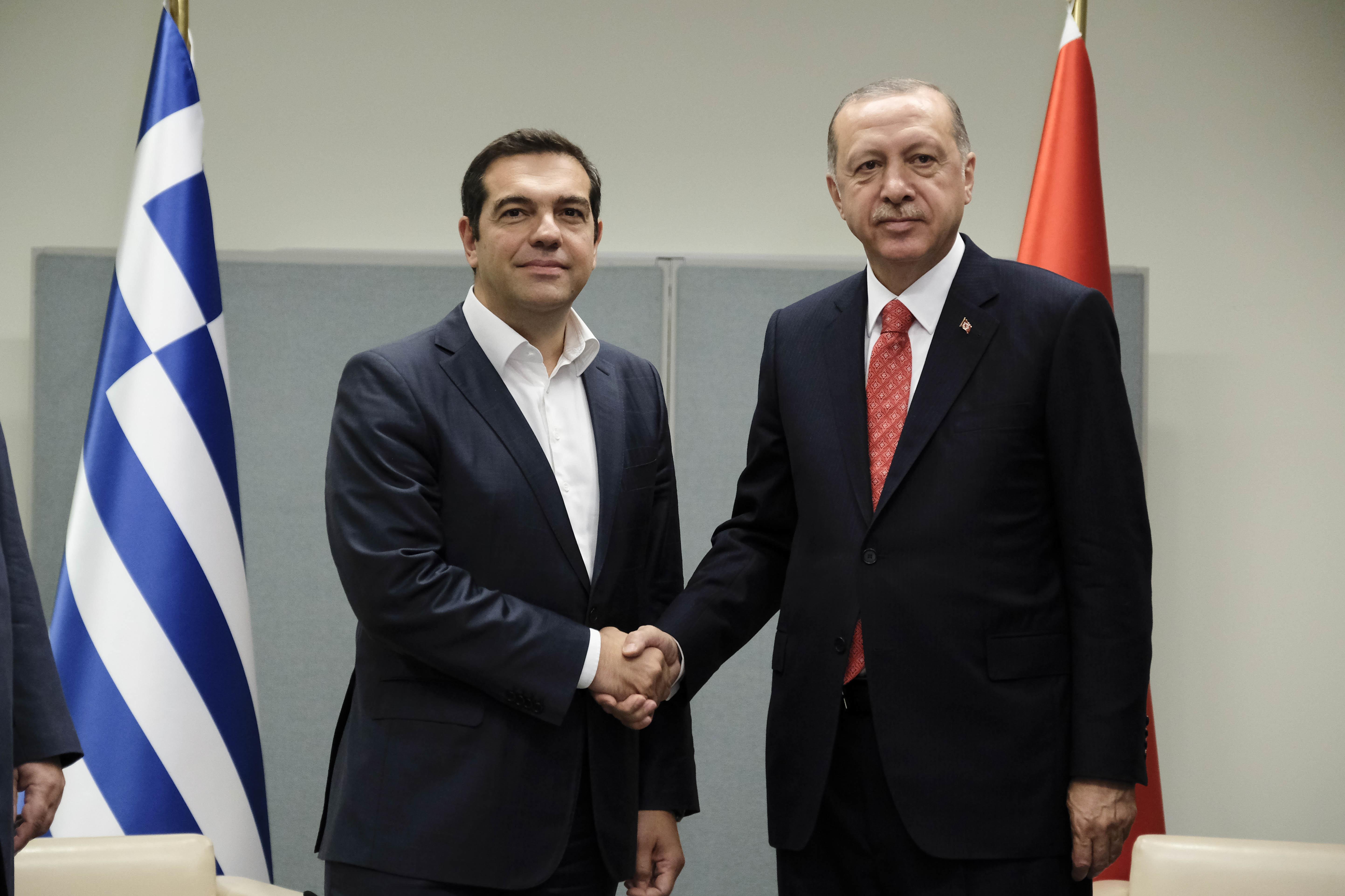 Επίσημη πρόσκληση Ερντογάν στον Τσίπρα για επίσκεψη στην Κωνσταντινούπολη. Τι συζήτησαν