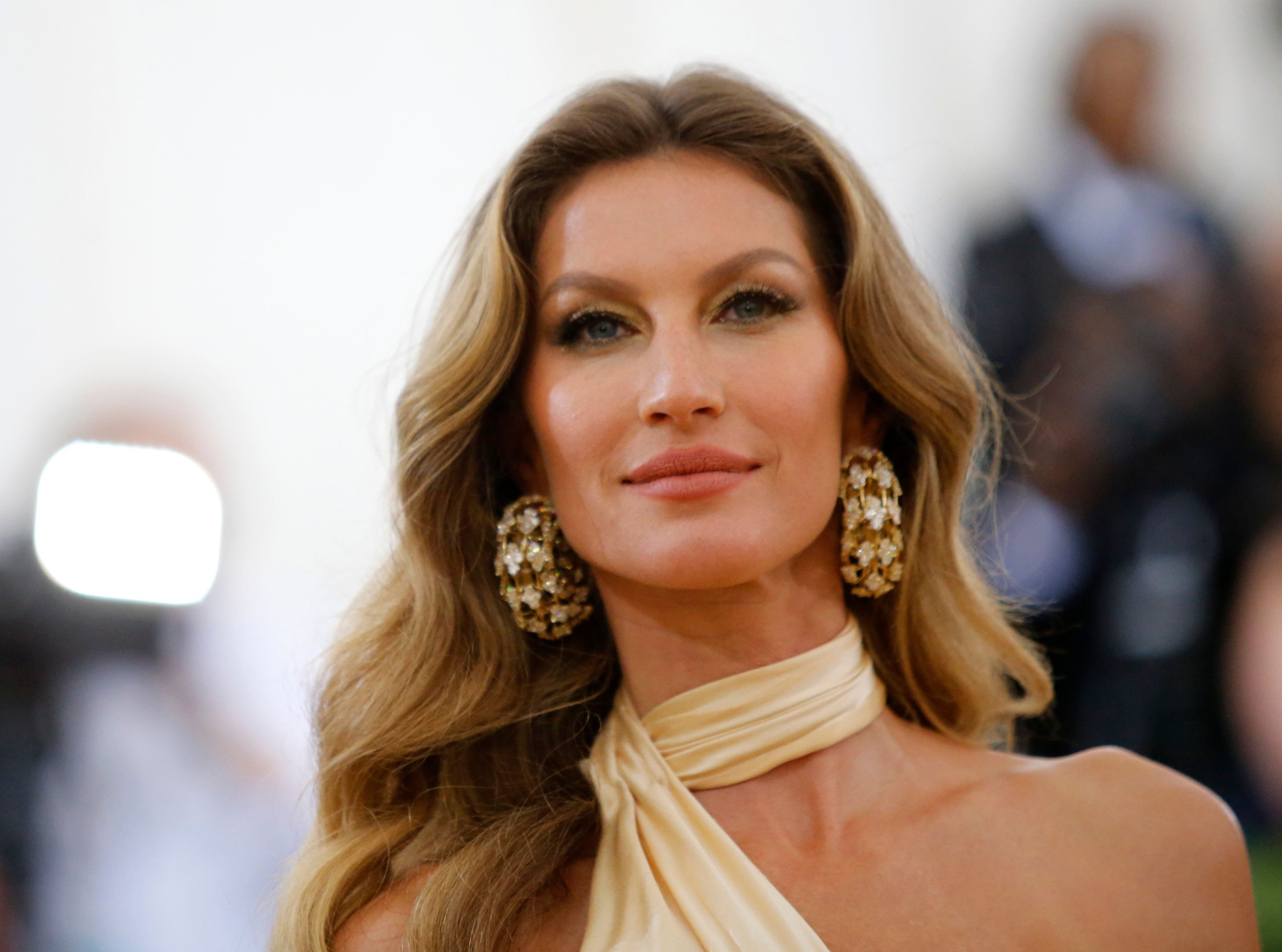 """Model Gisele Bundchen arrives at the Metropolitan Museum of Art Costume Institute Gala (Met Gala) to celebrate the opening of """"Heavenly Bodies: Fashion and the Catholic Imagination"""" in the Manhattan borough of New York, U.S., May 7, 2018. REUTERS/Eduardo Munoz"""