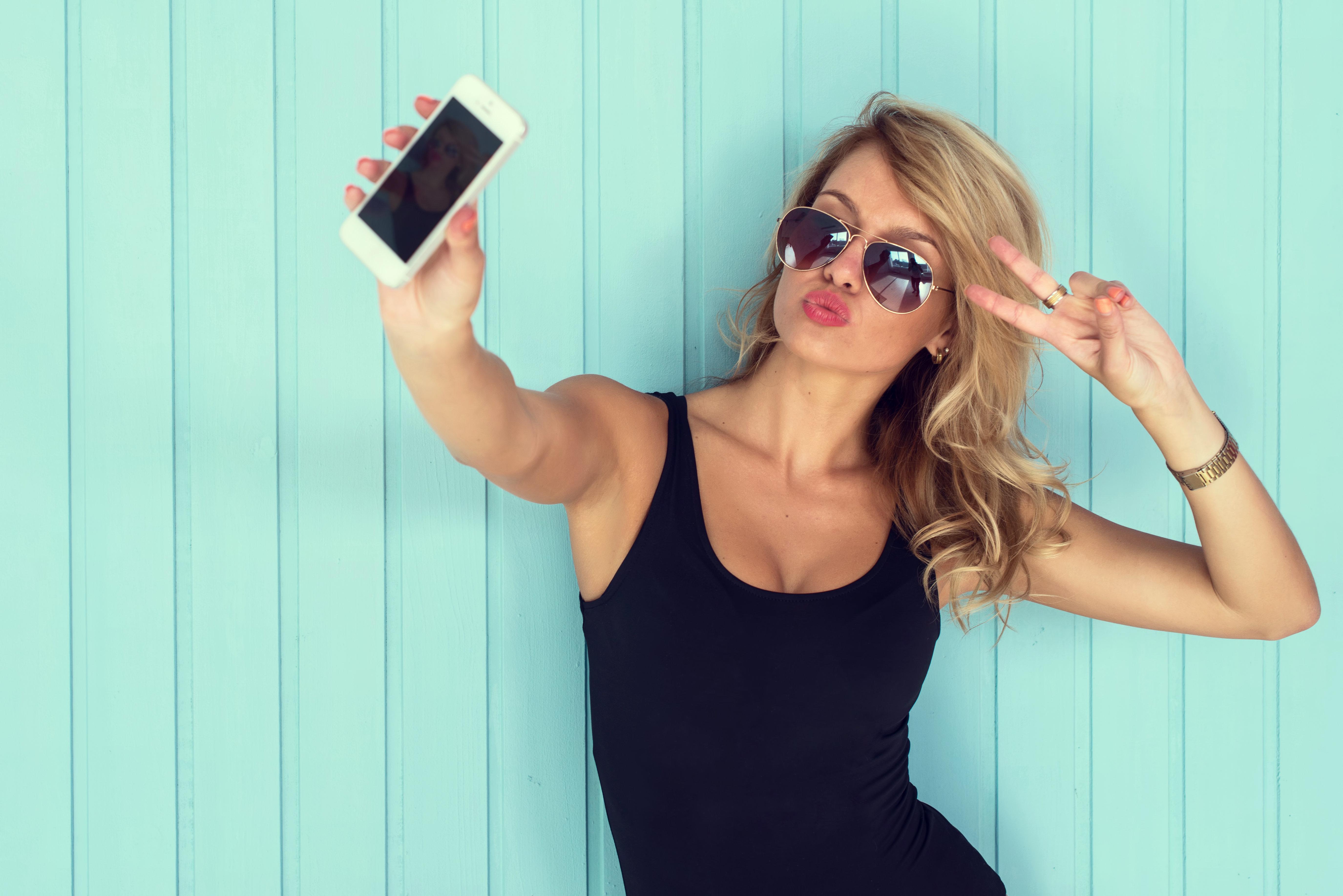 To «αθώο» instagram και οι τέλειες ζωές: Από τα fake news στη fake life