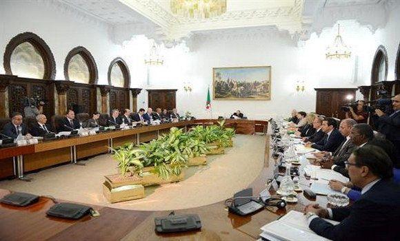 Conseil des ministres: projet de loi de finances et déclassement des terres agricoles dans certaines...