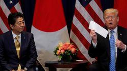 트럼프가 김정은의 친서라며 편지봉투를 꺼내