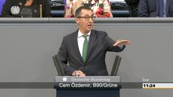 Grünen-Mann Özdemir richtet im Bundestag emotionale Botschaft an