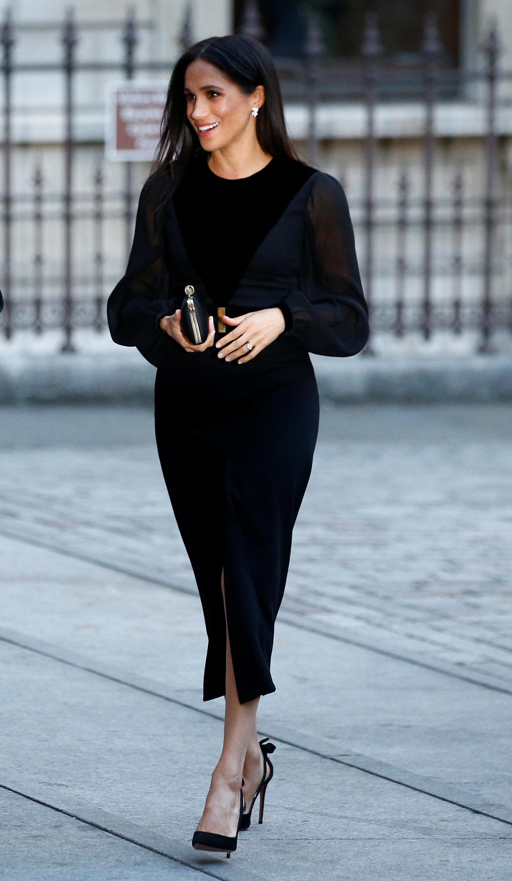 Herzogin Meghan trägt zurückhaltendes Kleid – trotzdem schauen alle auf ihre