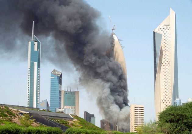 Στις φλόγες o ουρανοξύστης της Εθνικής Τράπεζας του