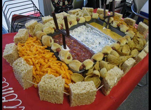 """The players drowned in dip. (Via <a href=""""http://bustedcoverage.com/2012/01/30/30-greatest-super-bowl-snack-stadiums-photos/"""""""