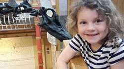 These Kids Are Falling In Love With Dippy The Diplodocus On His Grand UK