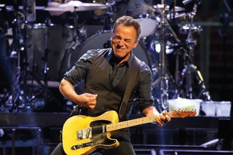 "Have you ever noticed how Bruce Springsteen <a href=""http://goofyfacebruce.tumblr.com/"" target=""_blank"">makes a lot of goofy"