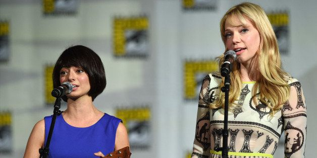 SAN DIEGO, CA - JULY 25:  Actresses/songwriters Kate Micucci (L) and Riki Lindhome of Garfunkel and Oates perform during the