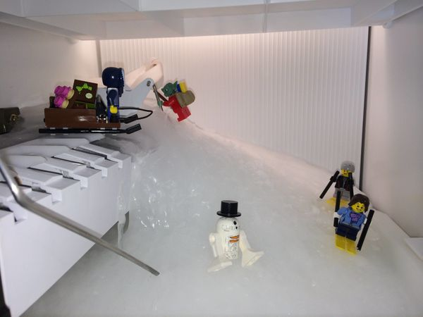 """<a href=""""http://www.reddit.com/r/lego/comments/230xi4/our_ice_maker_went_crazy_so_i_made_the_best_of_a/"""" target=""""_blank"""">Redd"""