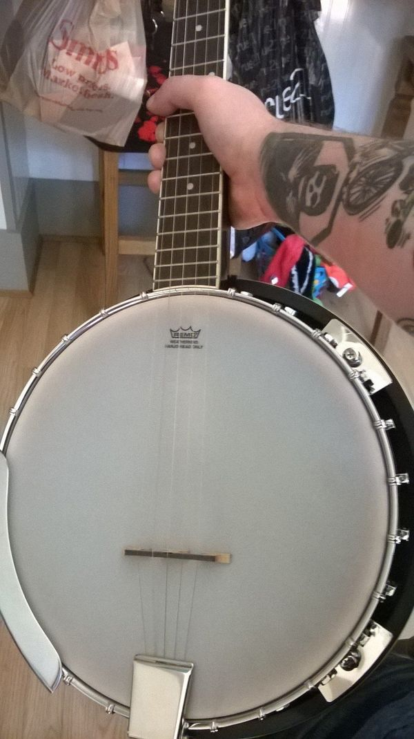 """""""I got drunk and <a href=""""http://imgur.com/gallery/kdAoI4u"""" target=""""_blank"""">bought a banjo</a> off Amazon."""""""