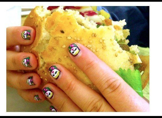 "If young, hip tumblr chicks have two passions they're fingernail art and delicious recipes. <a href=""http://nailburgerlar.tum"