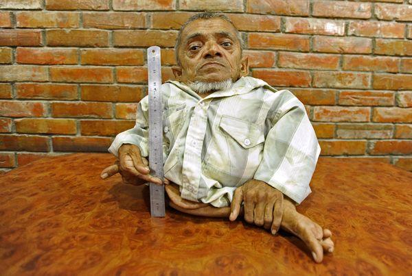 "Meet Master Nau, 73, <a href=""https://www.huffpost.com/entry/master-nau-worlds-shortest-man_n_4022493?utm_hp_ref=world-record"