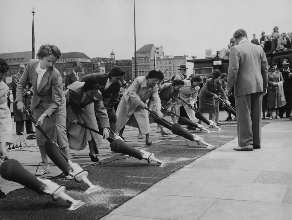 Cleaning Contest At Hamburg In Germany On May 18Th 1953  (Photo by Keystone-France/Gamma-Keystone via Getty Images)