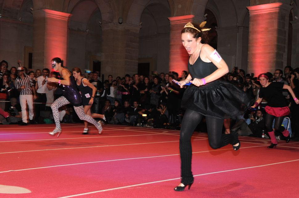 """Women compete for the """"Race on Heels"""" on November 20, 2009 in Paris.A total 96 shoe addicts, a common condition with fashioni"""