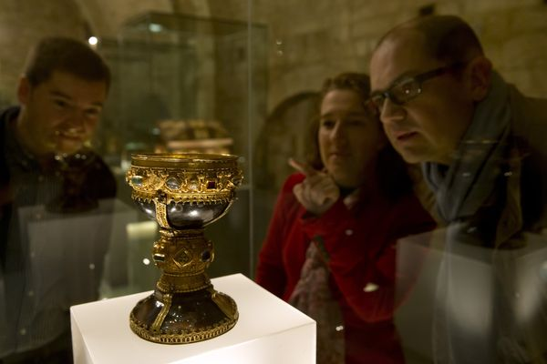 Two employees of of the museum and a guest (R) watch what was known until now as the goblet of the Infanta Dona Urraca - daug