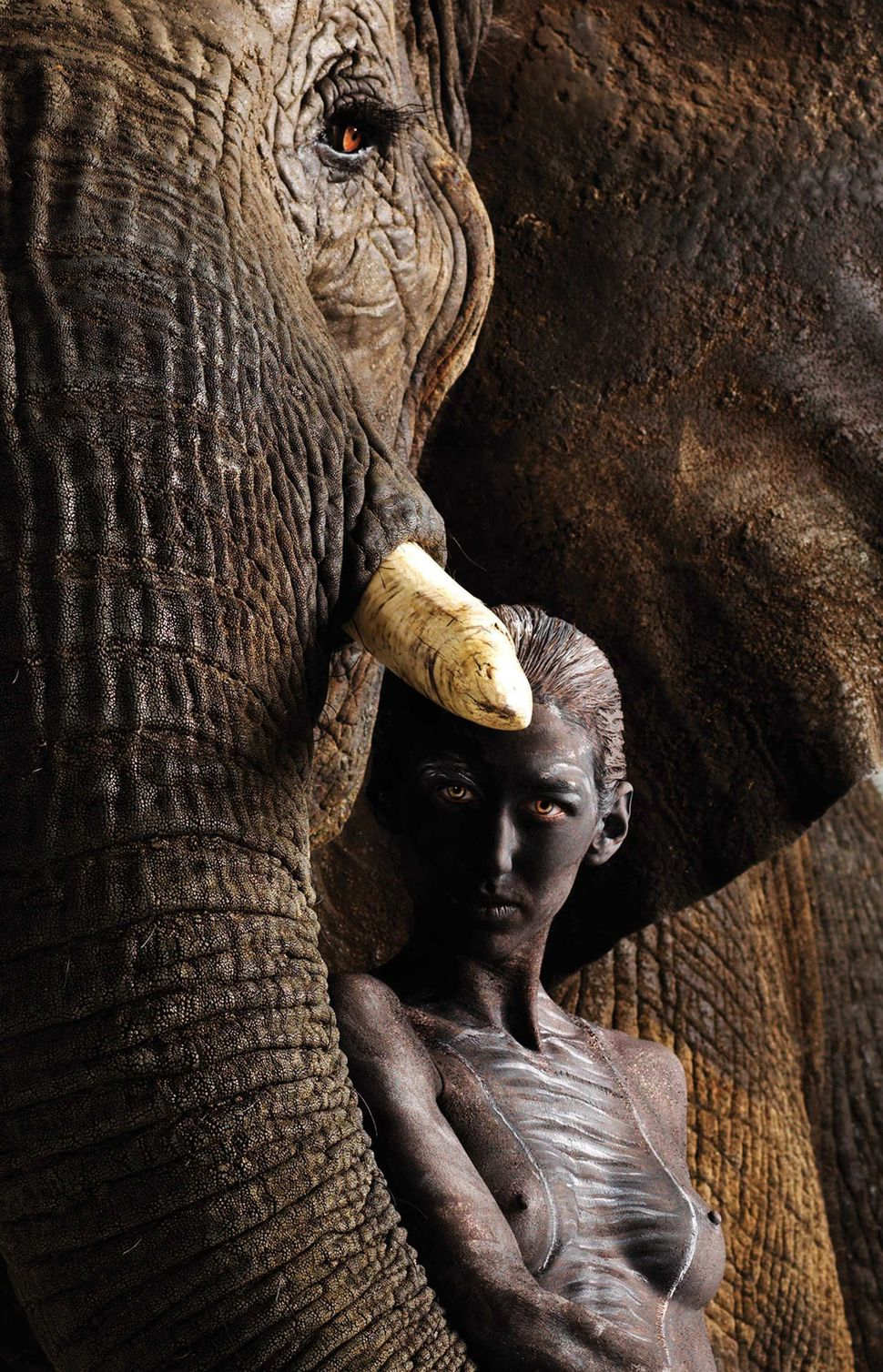 Model Kaela poses with African Elephant Susie in Los Angeles, California. (Lennette Newell / Bacroft USA / Getty Images)