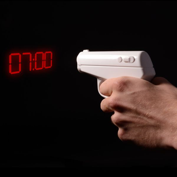 "If the first thing your dad says when it's time to wake up is ""Shoot!"" this <a href=""http://www.thinkgeek.com/product/139f/​"""