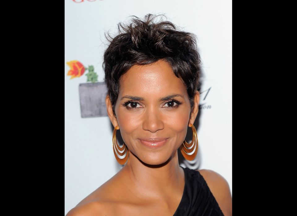 NEW YORK, NY - MAY 25:  Actress Halle Berry poses backstage at the 2011 FiFi Awards at The Tent at Lincoln Center on May 25,