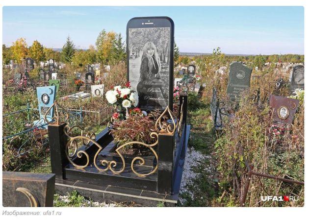 아빠는 사망한 딸을 위해 '아이폰' 비석을