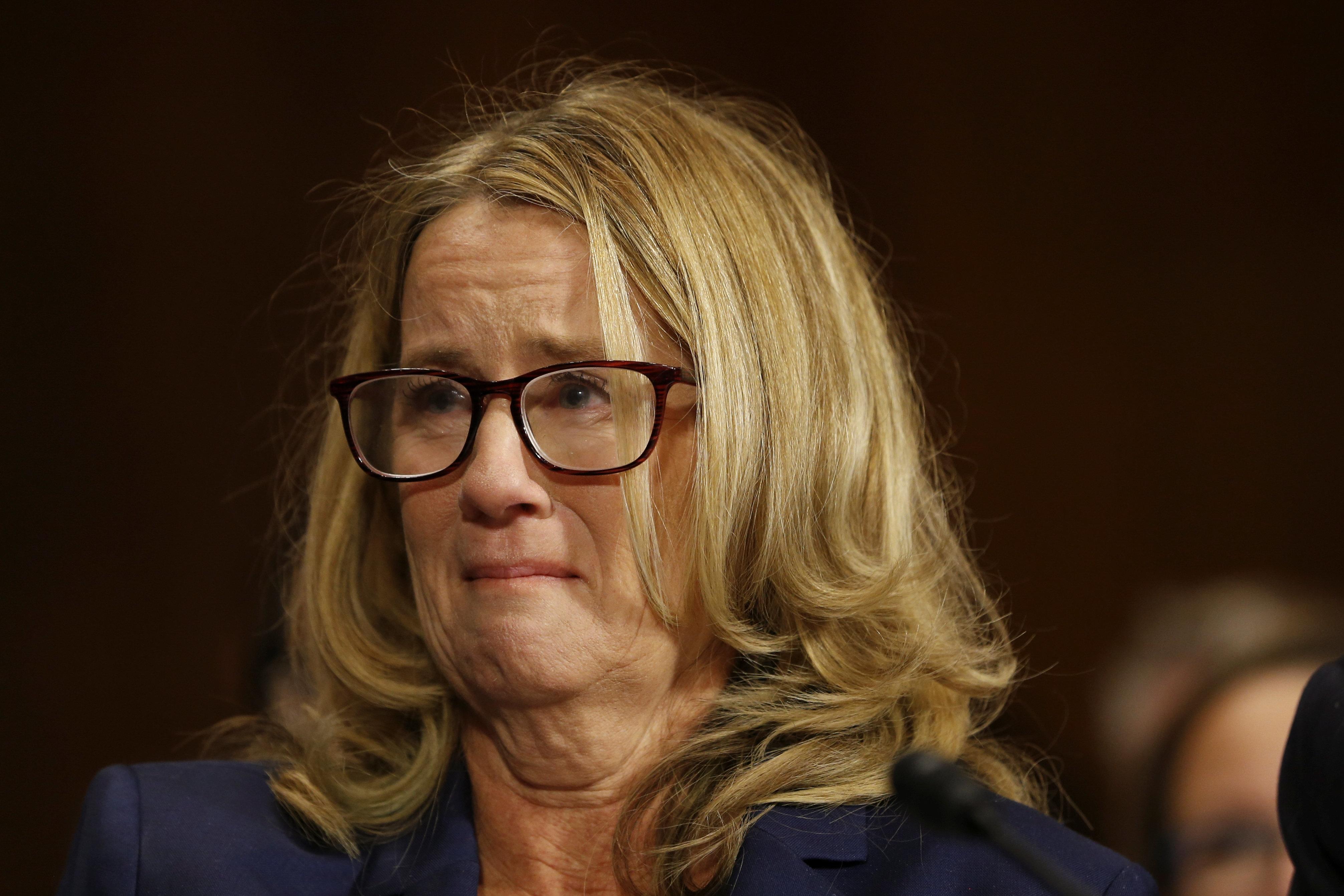 美 대법관 후보의 성폭력을 폭로한 여성이 증언 도중 눈물을 쏟은 감동적