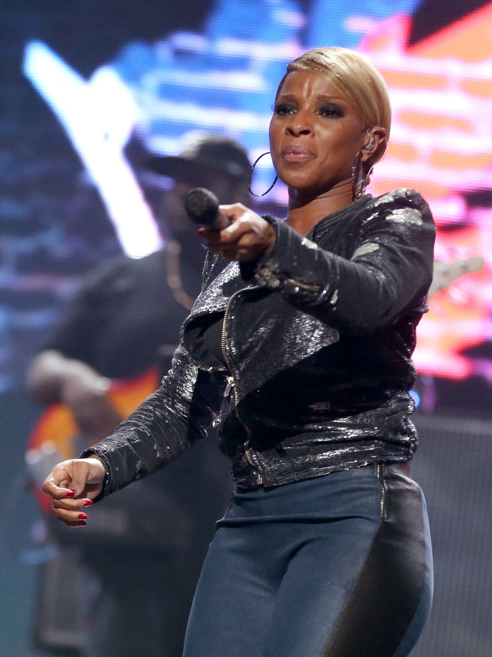 LAS VEGAS, NV - SEPTEMBER 22:  Singer Mary J. Blige performs onstage during the 2012 iHeartRadio Music Festival at the MGM Gr
