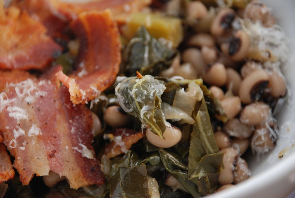 "<a href=""http://www.huffingtonpost.com/2011/12/23/black-eyed-peas-recipes-start-new-year_n_1168391.html#s572265&title=BlackEy"