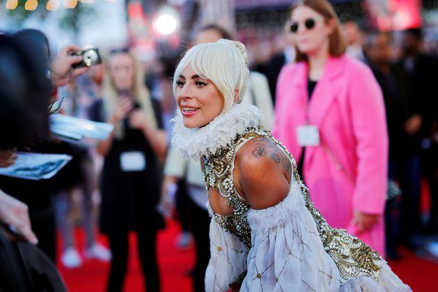 Η «βασιλική» εμφάνιση της Lady Gaga στο