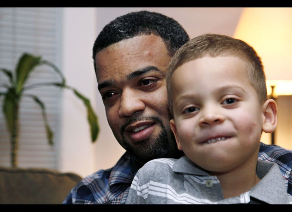"When Seattle dad Damon Brown was in need of a kidney, <a href=""http://www.huffingtonpost.com/2012/01/01/for-some-in-need-face"